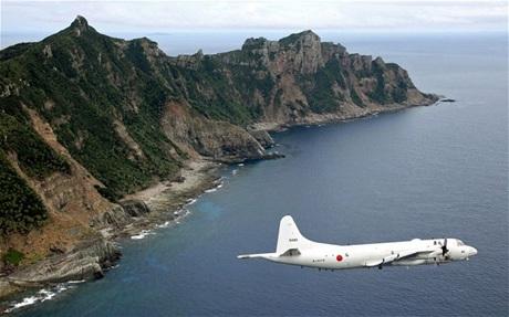 Máy bay trinh sát Nhật bay qua quần đảo tranh chấpSenkaku/Điếu Ngư ở biển Hoa Đông.