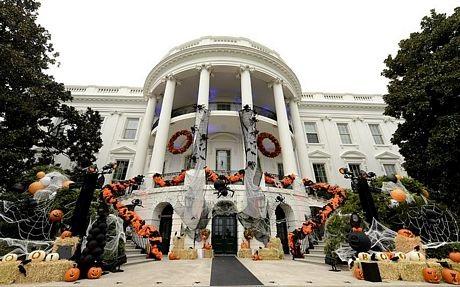 Vợ chồng Obama đón Halloween tại Nhà Trắng cùng 5.000 khách mời