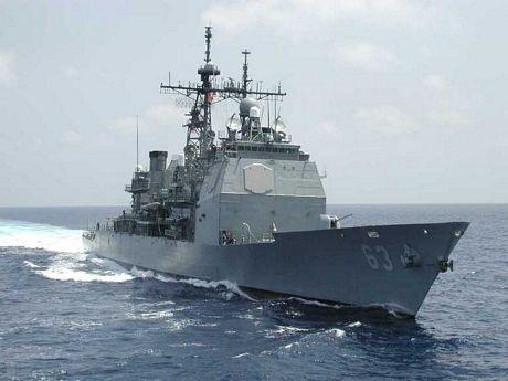 ... và USS Cowpens.