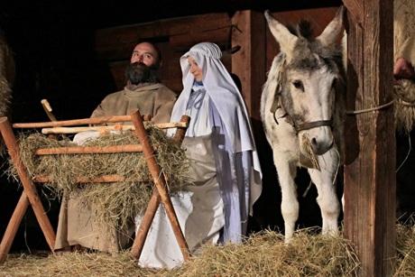 Các nghệ sĩ Cộng hòa Czech tái hiện cảnh Chúa chào đời tại Roznov, Moravia.