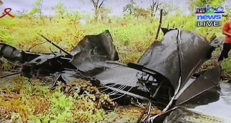 Chiếc máy bay bị cháy rụi tại hiện trường.