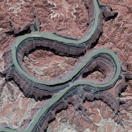 Sông Colorado, bangUtah, Mỹ trông như một con rắn khi nhìn từ không trung.