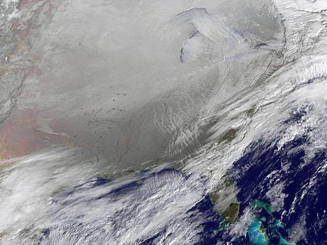 Ảnh chụp từ vệ tinh cho thấy thời tiết khắc nghiệt bao phủ nước Mỹ.