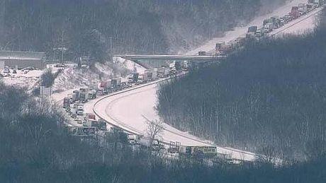 Giao thông đã bị tắc nghẽn trong nhiều giờ do vụ tai nạn liên hoàn.