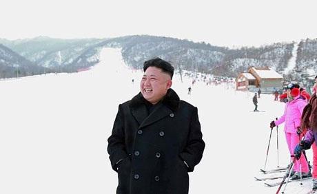 Nhà lãnh đạo Triều Tiên Kim Jong-un thăm khu nghỉ dưỡng trượt tuyết đèo Masik hồi cuối năm ngoái.