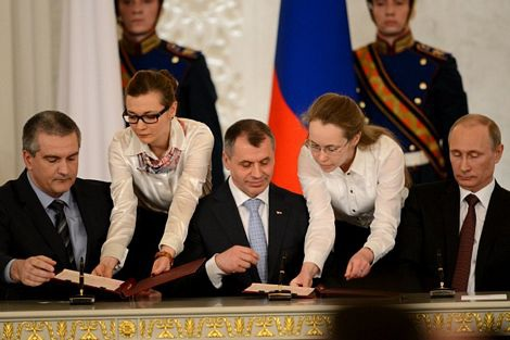 Lễ ký kết diễn ra trước sự chứng kiến của hai viện quốc hội Nga.