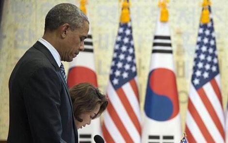 Ông Obama mặc nhiệm các nạn nhân vụ chìm phà.