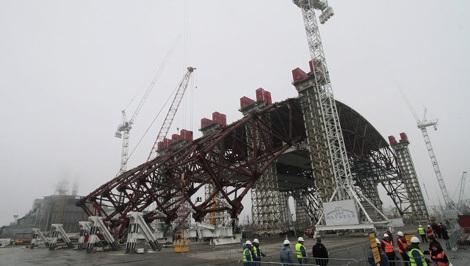 Lá chắn hạt nhân ngăn phóng xạ rò rỉ tại Chernobyl