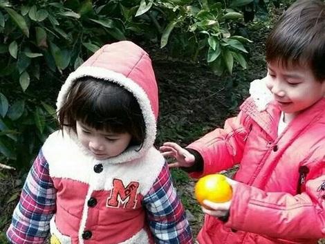 Bé trai Kwon Hyuk-kyu và em gái Kwon Ji-Yeon. (Ảnh do gia đình chị Phan Ngọc Thanh cung cấp)