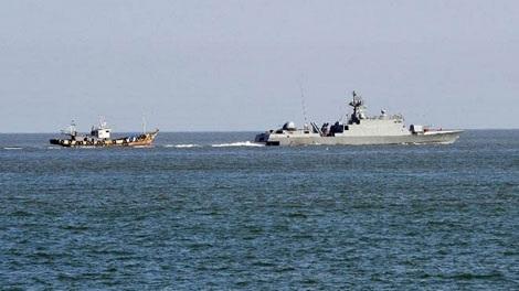 Các tàu của Hàn Quốc gần đảo Yeonpyeong.