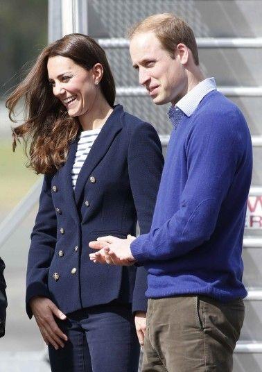 Hoàng tử William và vợ gặp gỡ người dânđịa phương sau khi đặt chân tới Auckland.
