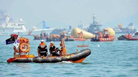 Các thợ lặn Hàn Quốc tại hiện trường vụ chìm phà Sewol.