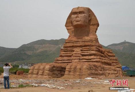 Tượng Nhân sư tại tỉnh Hà Bắc, Trung Quốc.