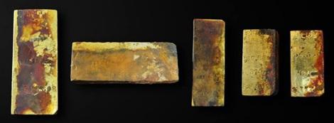 5 thỏi vàng được tìm thấy bên trong xác tàu đắm.