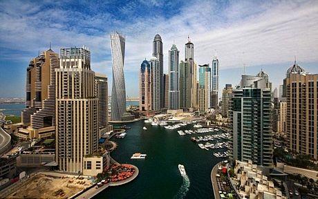 Một góc Dubai với hàng loạt tòa nhà cao tầng.