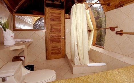 Một phòng tắm của khách sạn.