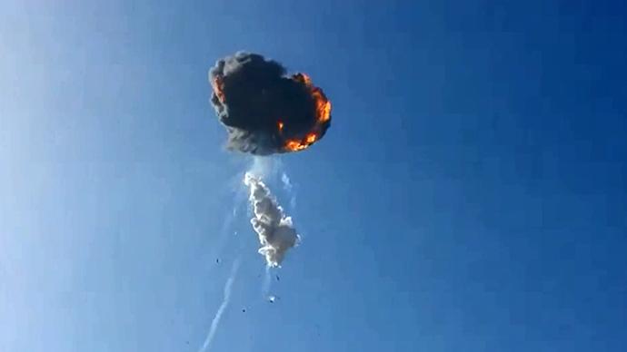 Tên lửa phát nổ sau khi rời bệ phóng.