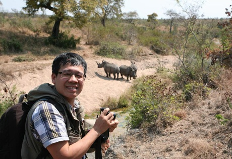 Nhà báo Đỗ Doãn Hoàng trong lần tác nghiệp tại Nam Phi.