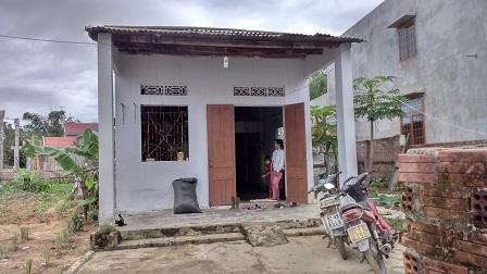 Căn nhà cấp 4 xập xệ của gia đình nạn nhân.