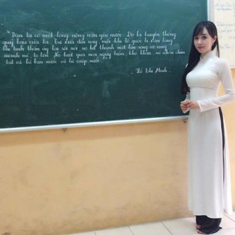 Hình ảnh cô giáo Lan Phương trên bục giảng.