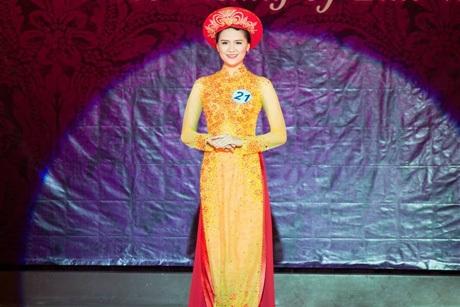 Vũ Lâm Ngọc ở phần thi trình diễn áo dài