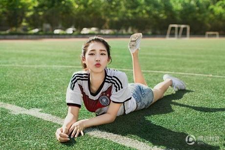 Nét đáng yêu trong trang phục bóng đá.