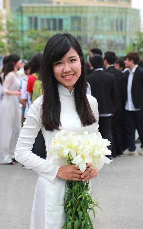 """Trần Khánh Linh - cô gái xinh đẹp, tài năng từng là quán quân """"Nét đẹp Tràng An"""" 2012."""