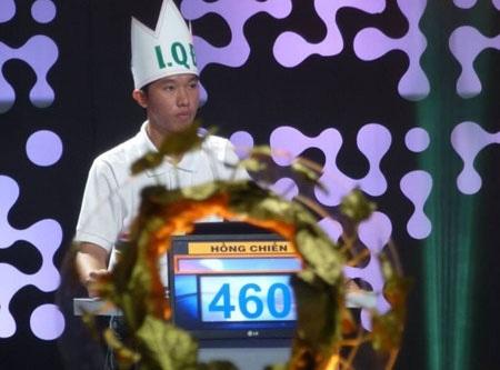 Huỳnh Nguyễn Hồng Chiến (sinh năm 1997), học lớp 12 Toán trường THPT chuyên Lê Quý Đôn, Ninh Thuận