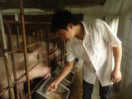 Nguyễn Qúy Hào tại trang trại.