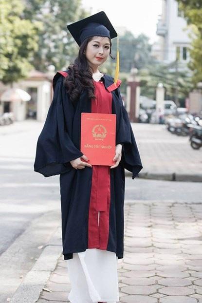 Ngoài việc học, Thanh Hiền còn kinh doanh mỹ phẩm, cô có nguồn thu nhập khá cao từ công việc này.