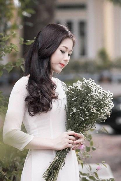 Năm 19 tuổi, nữ sinh trường Báo xin phép gia đình cho cô lập gia đình.