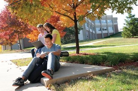 Những ưu điểm đặc biệt của trường Đại học Iowa và trường CĐCĐ Kirkwood:
