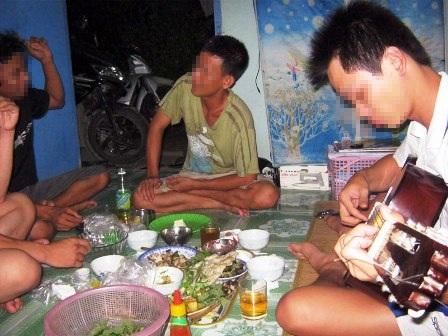 Một trong những bữa nhậu của những nam sinh viên Hà Nội.