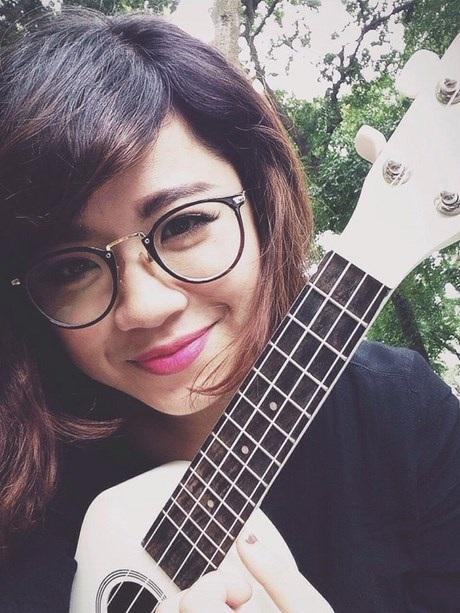 """Trang còn là """"cây"""" hát trong một nhóm nhạc acoustic đã 3 năm."""