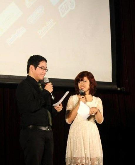 Huyền Trang - nữ MC xinh đẹp năng nổ với hoạt động hội SV, đoàn trường ĐH Ngoại ngữ - ĐHQGHN.