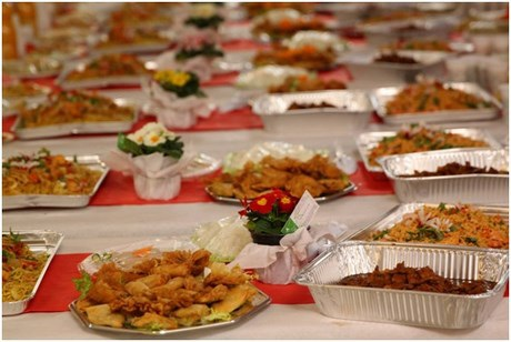 Khách quốc tế ấn tượng với các món ăn đặc trưng của Tết Việt.
