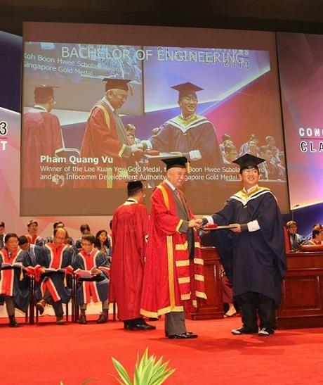 Quang Vũ xuất sắc tốt nghiệp thủ khoa trường NTU, Singpore