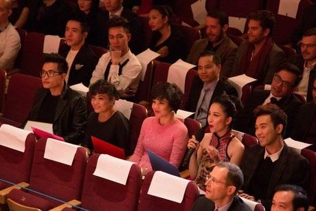Nhà báo - MC Diễm Quỳnh, ca sỹ Hà Anh Tuấn và nghệ sỹ múa Linh Nga ở ghế giám khảo.