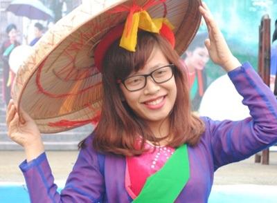 Quanh Hội Lim có khoảng 5 – 6 cửa hàng cho thuê áo quan họ. Mỗi bộ giá thuê là 20.000 đồng.
