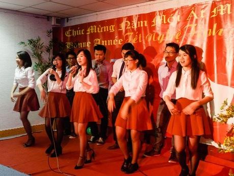 Đồng ca đến từ các sinh viên ưu tú 322.