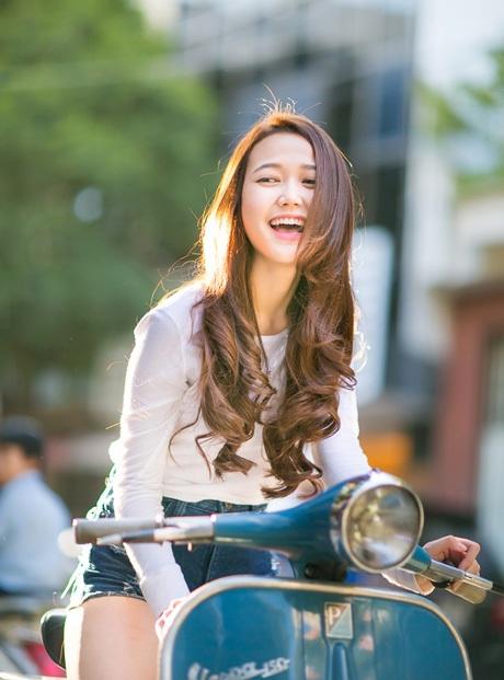 Hot girl Nhung Gumiho xinh tươi trên phố Sài Gòn