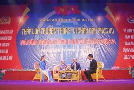 Giao lưu giữa các thế hệ cán bộ lãnh đạo công an thành phố Hà Nội