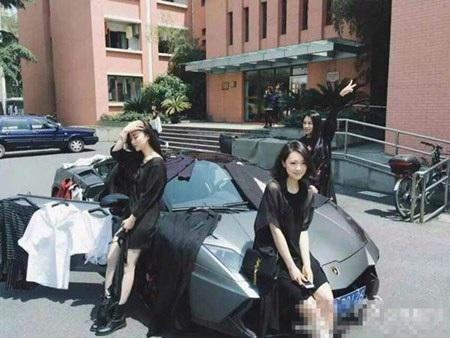 Nữ sinh lái Lamborghini đến trường bán quần áo
