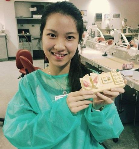 Ly tại phòng thực hành kỹ năng nha khoa.