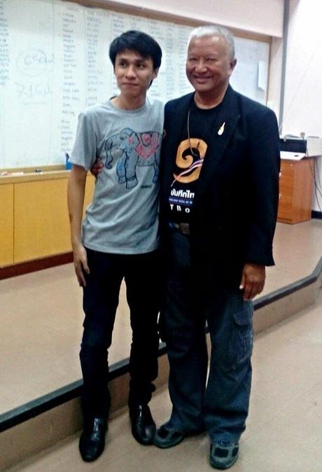 Vũ và ông Tayan Phonanan - Chủ tịch Sách kỷ lục Thái Lan.