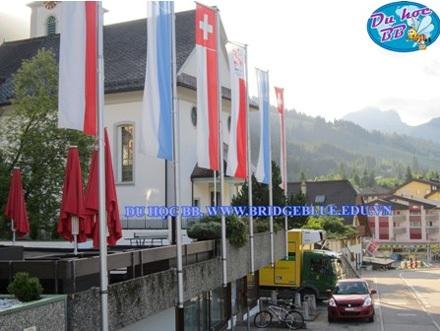 Trường HTMi tọa lạc trên khu phố xinh xắn được UNESCO công nhận là thành phố sạch đẹp