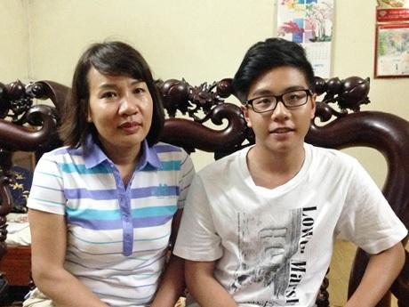 Chu Ân Lai và mẹ tại nhà riêng. Ảnh: Nguyễn Hà.