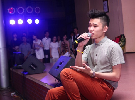 Nguyễn Tuấn Dũng khoe giọng hát truyền cảm và đầy nội lực
