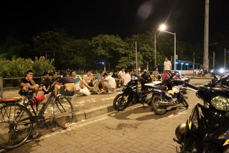 Khu vực nóc hầm Kim Liên thu hút đông đảo các bạn trẻ Hà Nội vì không gian thoáng đãng