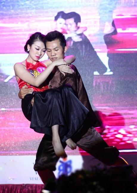 Tiết mục múa dân gian Bèo dạt mây trôi của Vân Anh được chọn để trình diễn lại trong đêm chung kết